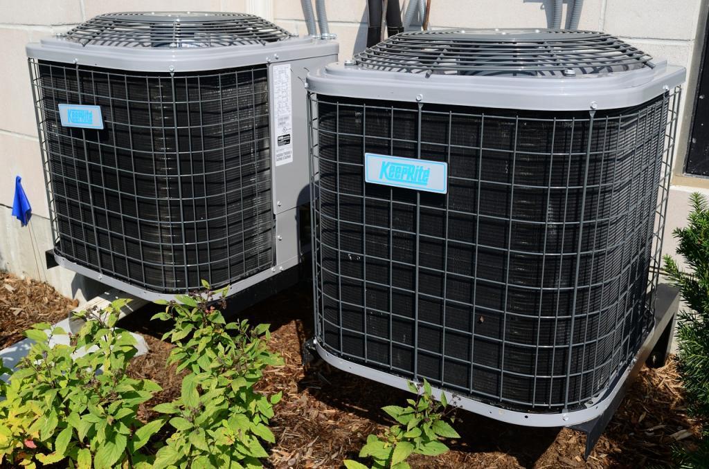Klimatyzator domowy – jaki wybrać? Klimatyzator split i monoblokowy