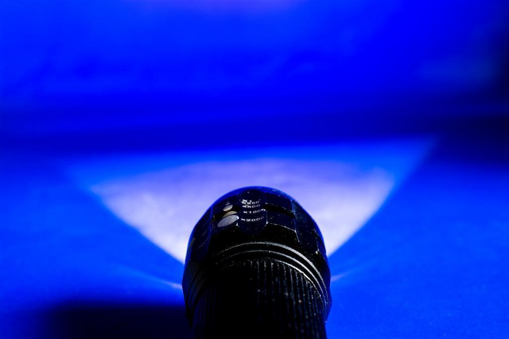 Latarka – jaką wybrać i gdzie się przyda? Wybieramy najlepsze latarki