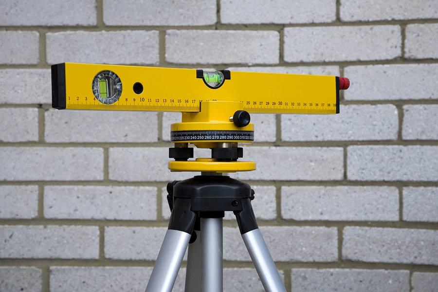 Poziomica laserowa – czym jest? Wybieramy najlepsze poziomice laserowe
