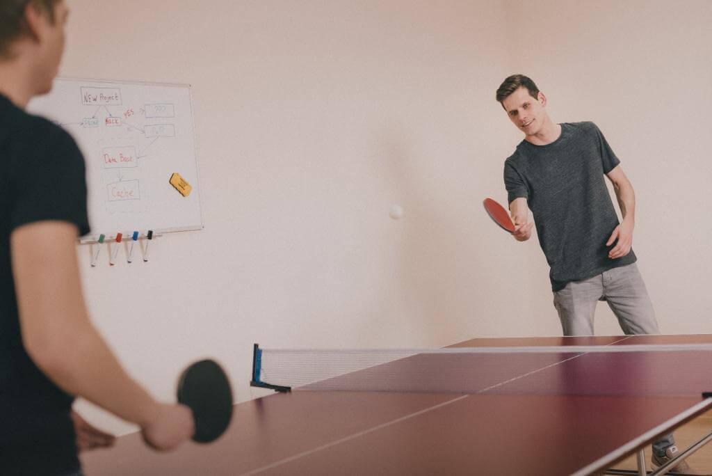 Stół do tenisa stołowego – jaki kupić? Wybieramy najlepszy stół do ping ponga